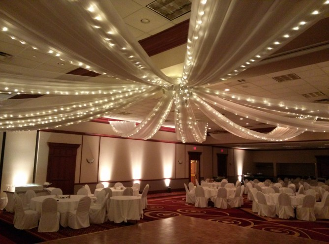 10 Point Lit Ceiling Drape
