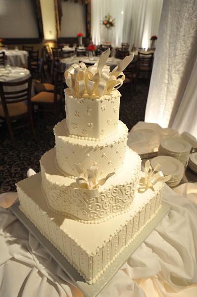http://www.weddingsandmore.com/